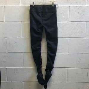 ALO Yoga Pants - Alo black full length legging w/ rushing sz xs